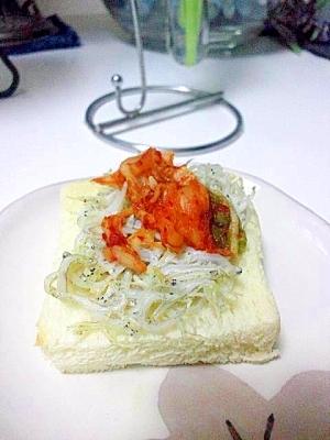 キムチしらすトースト