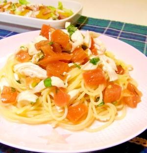蒸し鶏とトマトの冷製パスタ