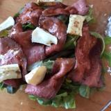 ローストビーフとカマンベールのサラダ