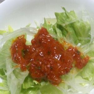 トマトソースドレッシングのサラダ