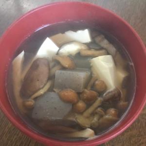 魚のアラで。キノコ汁。