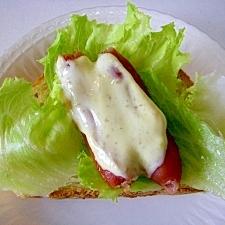 わさびマヨ☆ レタスソーセージのせフランスパン♪