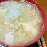 豆腐と玉ねぎと玉子とみょうがの味噌汁