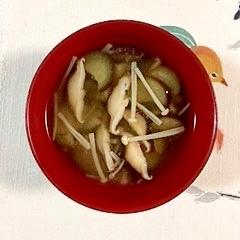 茄子、椎茸、えのきのお味噌汁