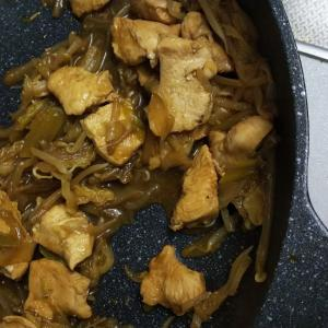 鶏胸肉とキャベツ・モヤシの炒め物!味噌醤油で