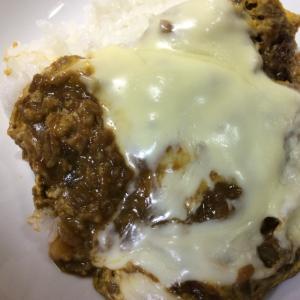 カレーの卵とチーズ混ぜ丼
