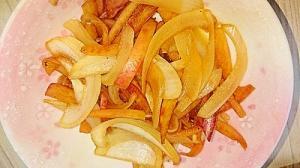 新玉ねぎとりんごの皮のマヨポン炒め