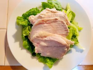 手間いらずでしっとり仕上がる人気の鶏ハム