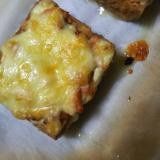 鮭フレークのピザトースト