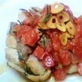 ハーブチキンのガーリックトマトソースかけ