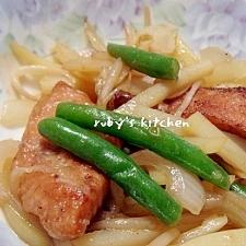 生鮭とじゃがいものオイスター炒め