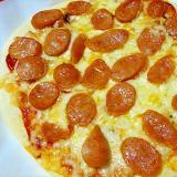 ガーリックとソーセージのシンプルピザ
