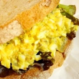 お弁当に週末ブランチに、大人の卵サンド