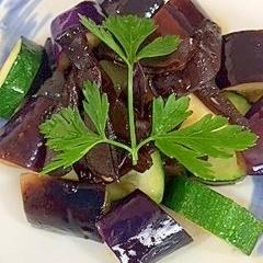 茄子、ズッキーニ、きくらげの炒め物