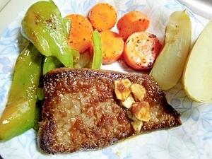 ステーキと野菜の付け合せ