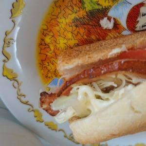 パンの耳で節約!ベーコンキャベツサンドイッチ