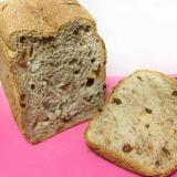 •全粒粉の胡桃レーズン食パン•