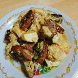 マルシンハンバーグと豆腐の玉子炒め