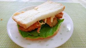 鶏の照り焼きのサンドイッチ