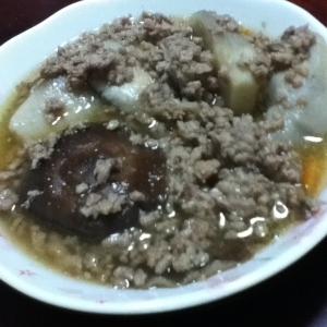 里芋とシイタケとそぼろ餡
