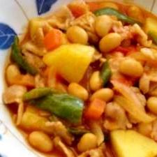 大豆と豚肉のトマト煮込み