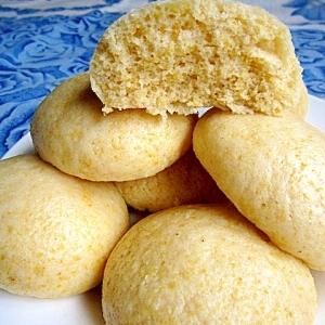 とうもろこし粉のマントウ(玉米饅頭)