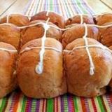 イースターの日に食べるホットクロスパン