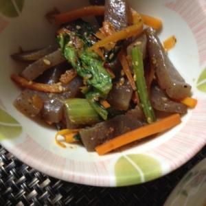 こんにゃくと小松菜の炒め物