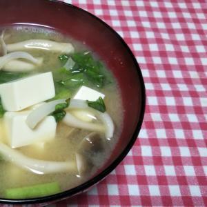 かぶの葉と新玉ねぎとしめじと豆腐の味噌汁☆