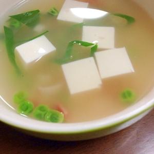 カニカマとグリーンピースと豆腐のスープ