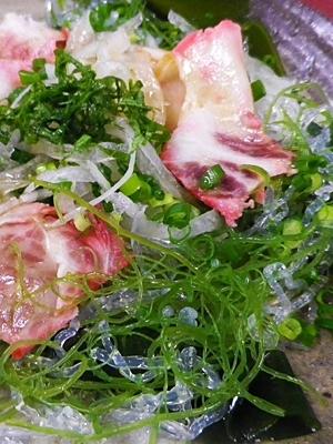 海藻玉ねぎくじらベーコンサラダ