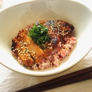 大葉で爽やか♪味噌漬け豚ロースの雑穀梅ご飯丼♡