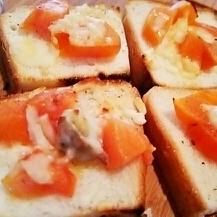 オードブルに、柿と牡蠣のホットカナッペ