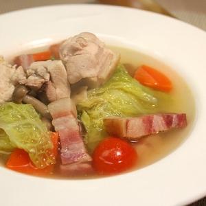 超簡単♪鶏肉と白菜の具沢山コンソメスープ