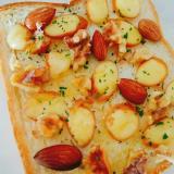 スモークチェダーチーズとアーモンドくるみのトースト