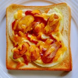 焼きたまねぎとウインナーのトースト