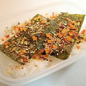 お弁当 味付け海苔と緑黄野菜ふりかけと白ごまのご飯