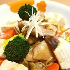 鶏もも肉と豆腐の中華風煮込み