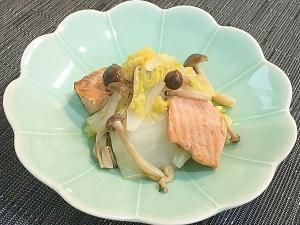 秋鮭と白菜の中華風煮込み