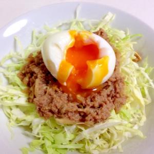 ご飯がすすむ☆挽き肉とキャベツの温玉丼