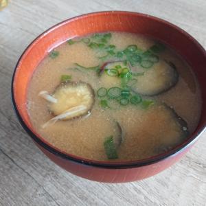 ナスとえのきの味噌汁