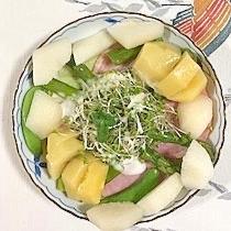 ロースハム、梨、キウイのサラダ