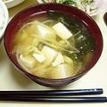 豆腐ともやしとわかめの味噌汁