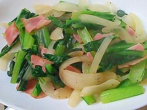 小松菜と玉ねぎとベーコンのコンソメ炒め