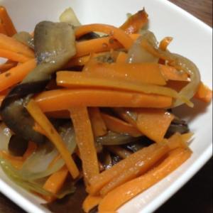 茄子、人参、玉ねぎの炒め物