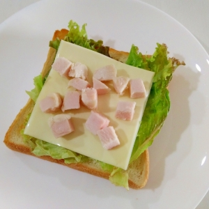 朝食に☆鶏ハムのチーズトースト