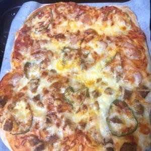 パン生地で簡単♪ウィンナーとハンバーグのピザ