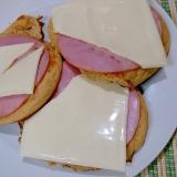 ハムチーズサンドのパンケーキ