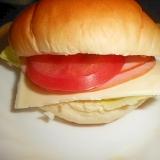 野菜とハム・チーズのバターロールパン