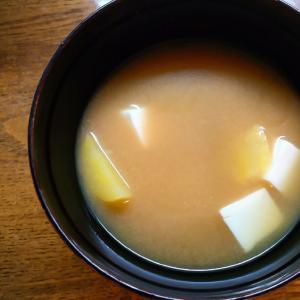 豆腐と薩摩芋の味噌汁
